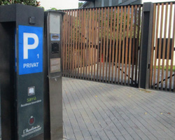 L'aparcament de l'Acadèmia-Can Caralleu admet pagament amb targeta bancària